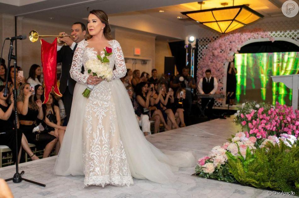 Zilu Godoi usa vestido de noiva em desfile nos Estados Unidos