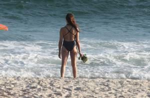 No dia do aniversário, Christiane Torloni faz oferenda a Yemanjá em praia do Rio
