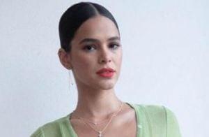 d1c01c4bf Bruna Marquezine brilha de underwear à mostra e bolsa de palha em evento.  Fotos!