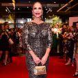 Vestido de Ivete Sangalo teve print de leopardo com fundo dourado para festa da grife Dolce & Gabbana