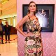Vestido com estampa floral e fundo transparente de Isabella Fiorentino foi destaque na noite promovida pela grife Dolce & Gabbana