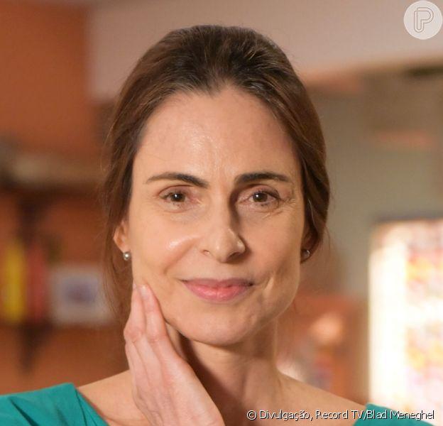 Na novela 'Topíssima', Mariinha (Silvia Pfeifer) bate em Lara (Cristiana Oliveira) depois que ela corta a bolsa de estudos da filha, Gabriela (Rafaela Sampaio) no capítulo de quinta-feira, 13 de junho de 2019