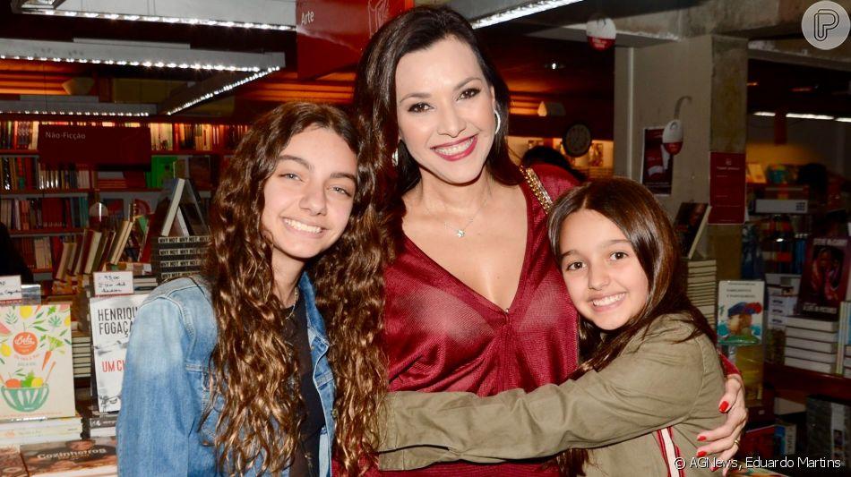 Filha de Ricardo Boechat, Valentina impressiona por semelhança com pai em lançamento de livro nesta segunda-feira, dia 10 de junho de 2019