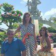 Anitta viajou para Indonésia com Pedro Scooby, o pai, Mauro Machado e a amiga Jéssica de Sá