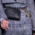 Pochete de luxo na passarela da Givenchy