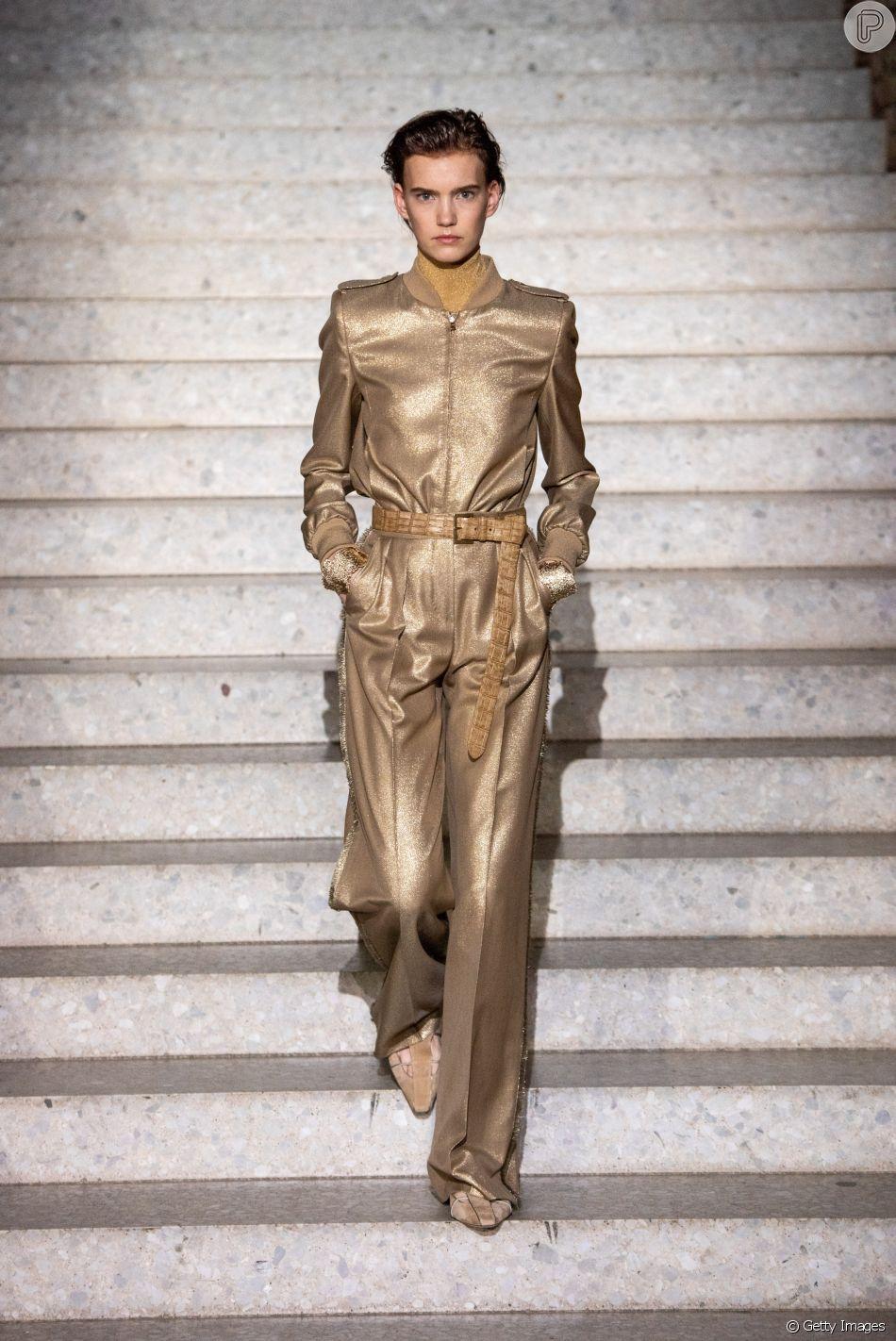 Dourado é tendência neste inverno: o brilho também pode ser elegante, como nesse look da Max Mara