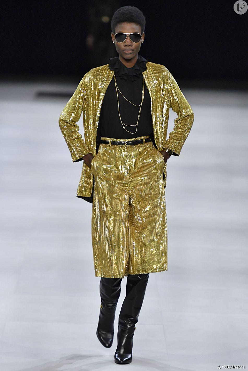 Dourado é tendência neste inverno: o conjunto Celine tem um pé nos anos 70