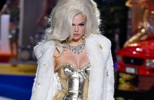 Menina de ouro: dourado é uma das cores do inverno 2019. Veja como usar!