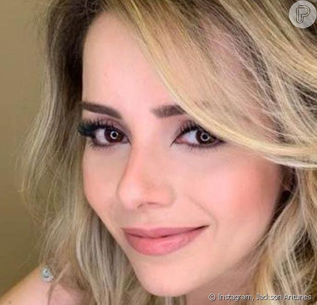 Sandy apostou em vestido cheio de brilho para ser madrinha do casamento da prima, a filha mais velha de Chitãozinhi, Aline Lima.