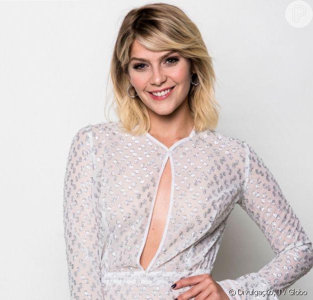 Isabella Santoni, de topless e biquíni fio-dental, ganhou elogios na web nesta quinta-feira, 20 de junho de 2019