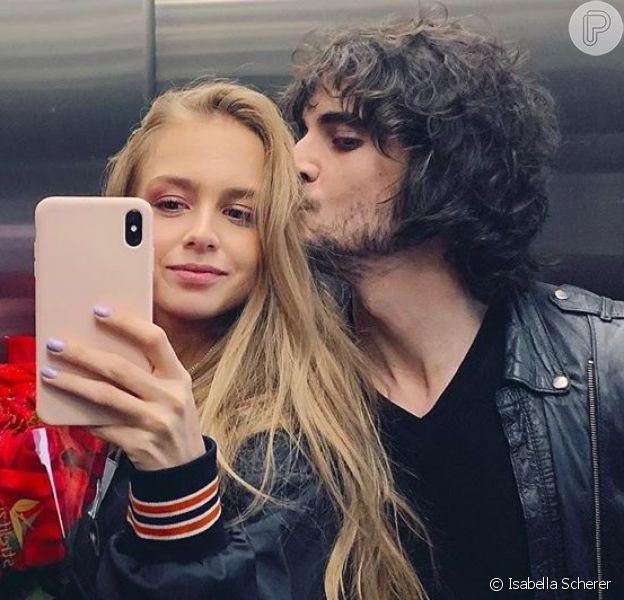 Isabella Scherer publicou primeira foto ao lado de Fiuk após assumirem namoro