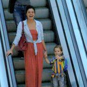 Filho de Sophie Charlotte diverte a mãe ao dar tchau para fotógrafo em passeio