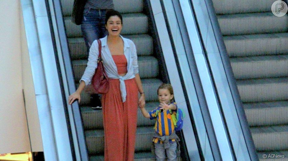 Filho de Sophie Charlotte, Otto, de 3 anos, fez a mãe se divertir ao dar tchau para fotógrafo durante passeio em shopping