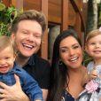Filhos de Michel Teló e Thais Fersoza, Melinda e Teodoro, fazem exigência na hora do café da manhã: 'Tapioca igual do pai e da mãe'