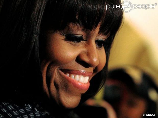 Michelle Obama conta que fez franja para passar pela crise da meia-idade durante entrevista em talk show, em fevereiro de 2013