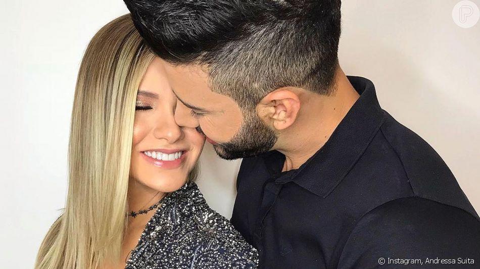 Gusttavo Lima beija e elogia Andressa Suita no palco durante show na sexta-feira, dia 20 de julho de 2019