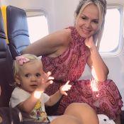 Em miniférias na Itália, Eliana faz foto com os filhos em avião: 'Mamãe babona'