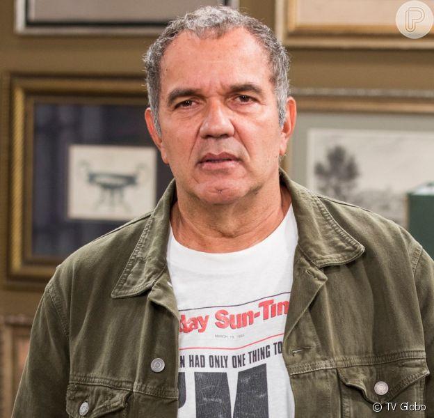 Herculano (Humberto Martins) voltará para o Brasil no penúltimo capítulo da novela 'Verão 90'