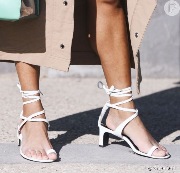 Os modelos de sapatos que você pode investir agora para usar até o verão
