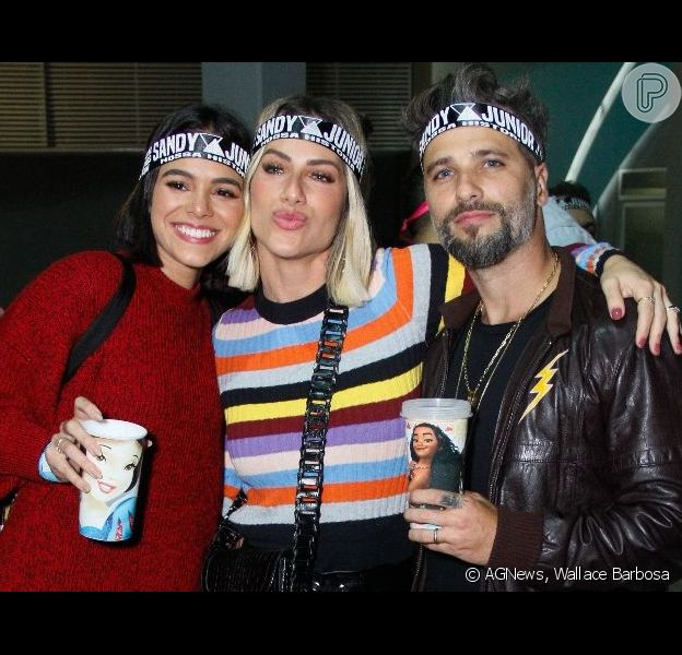 Bruna Marquezine marca presença em show de Sandy e Junior com Bruno Gagliasso e Giovana Ewbank, em 3 de agosto de 2019