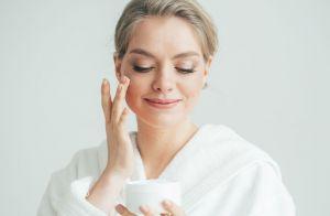 O melhor tipo de sabonete, hidratante, base e protetor solar para pele oleosa