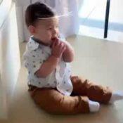 Isis Valverde fica encantada ao filmar o filho, Rael, engatinhando: 'Meu amor!'