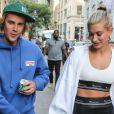A moda dos anos 2000 está em alta pelas mãos dos jovens, como Hailey Baldwin e Justin Bieber, confira dez looks com o estilo para inspirar
