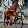 Thais Fersoza levou o caçula do casal, Teodoro, de 2 anos, em sua bicicleta