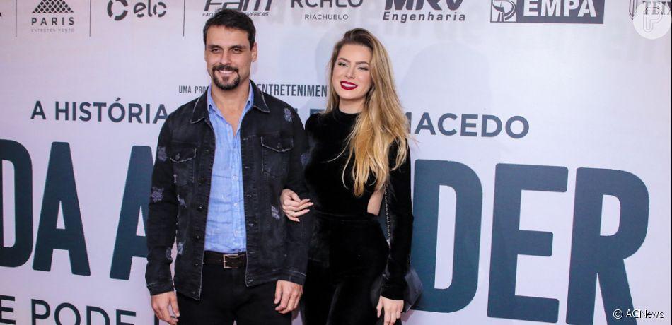 Rayanne Moraisfaz rara aparição com o namorado, Felipe Cunha, no cinema
