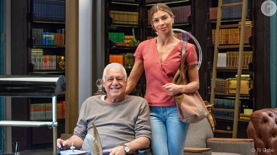 Alberto (Antônio Faguns) revela motivo da demissão de Paloma (Grazi Massafera) na novela 'Bom Sucesso'