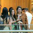 Marilia Mendonça foi clicada enquanto posava com fãs para fotos