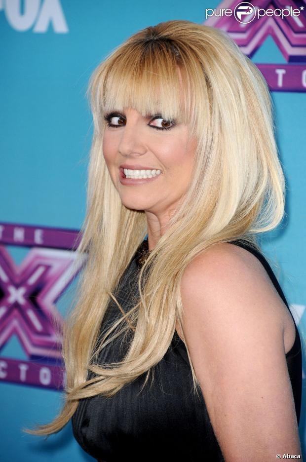 Britney Spears está sendo acusada de não cantar em seu último álbum pelo pai de uma menina que tem a habilidade de cantar com a mesma voz da estrela, segundo informações da revista 'Star', em sua edição desta quinta-feira, 21 de fevereiro de 2013