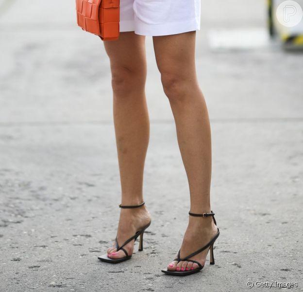 As sandálias queridinhas das famosas no momento são da Bottega Veneta