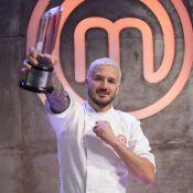 Rodrigo grita ao vencer 'MasterChef' e se emociona ao dedicar final à irmã