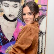 Só de toalha! Bruna Marquezine ganha elogios em foto sem roupas: 'Perfeição'