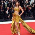 Festival de veneza acontece até 7 de setembro na cidade italiana, confira as tendências. Isabeli fontana veste Alberta Ferretti