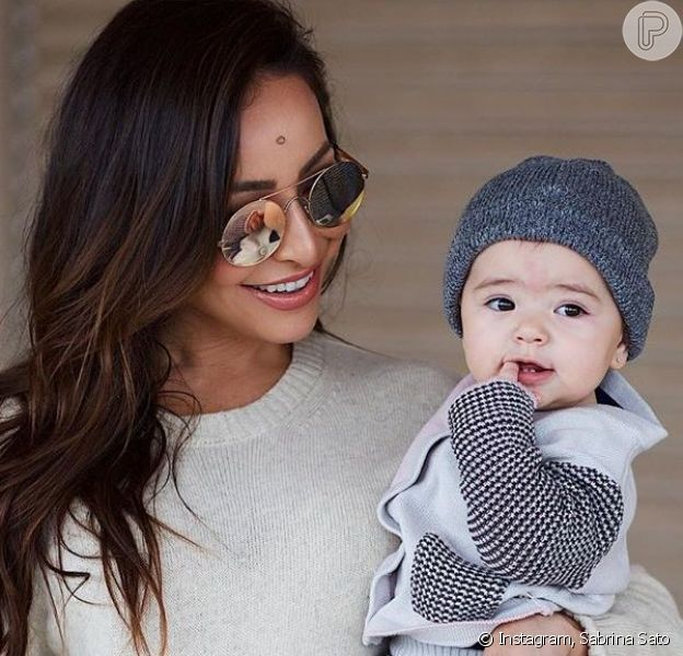 Filha de Sabrina Sato, Zoe rouba cena em treino da mãe com look divertido. Veja vídeo postado no Instagram Stories nesta quinta-feira, dia 05 de agosto de 2019