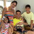 Wesley Safadão se divertiu na comemoração de aniversário com a mulher, Thyane Dantas, e os filhos, Yhudy, Ysis e Dom