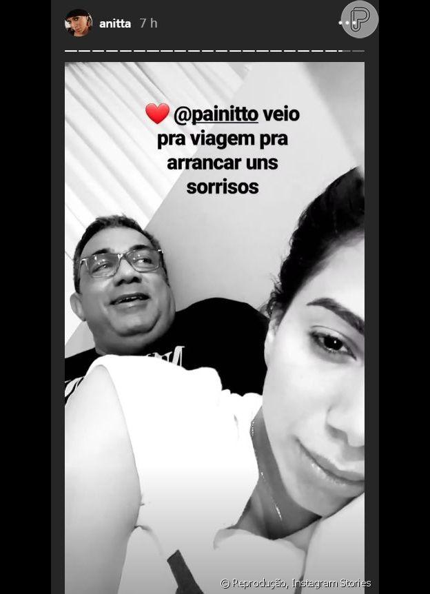 Pai de Anitta está viajando com a cantora
