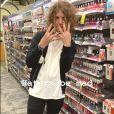 Lucas Jagger se irrita com preconceito por usar unhas pintadas