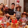 Filho de Thyane Dantas e Wesley Safadão ganhou fantasia de minicavalo ao comemorar 11 meses