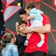 Wesley Safadão recebeu os filhos a gravar novo DVD durante show no Rio