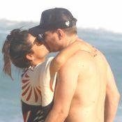 Michel Teló e Thais Fersoza trocam beijos em dia de praia com os filhos. Fotos!