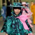 O verde saturado também promete ser tendência para o verão. Esse look é da Erdem, que desfilou na Semana de Moda de Londres