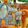 Wesley Safadão e Thyane Dantas posam com Yhudy e Ísis, filha mais velha do casal