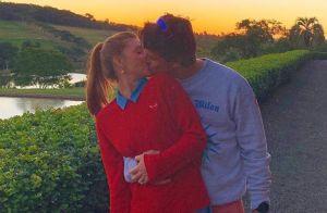 Em viagem, Marina Ruy Barbosa faz foto romântica de beijo em Xande Negrão:'Amor'