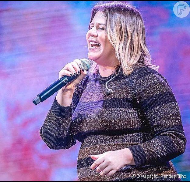 Marília Mendonça escolheu look justo ao corpo para show e barriga de gravidez roubou a cena