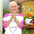 Ana Maria Braga apresentou programa com os cabelos raspados durante tratamento contra câncer, em agosto de 2001