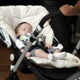 Luma Costa levou seu filho, Antonio, de apenas 3 meses, para passear no shopping Village Mall na Barra da Tijuca, Zona Oeste do Rio, nesta quinta-feira, 16 de outubro de 2014
