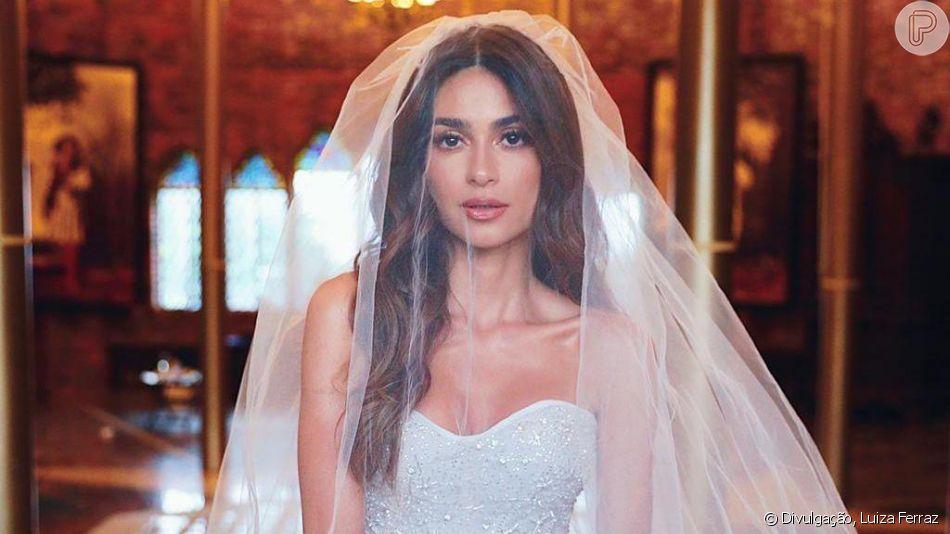 Vestido de casamento de Thaila Ayala possui bordado que mostra o céu no momento em que o casal se conheceu e os mapas astral de cada um